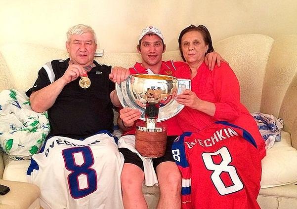 Александр Овечкин с родителями фото