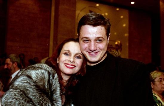 Алексей Макаров с мамой Любовью Полищук фото
