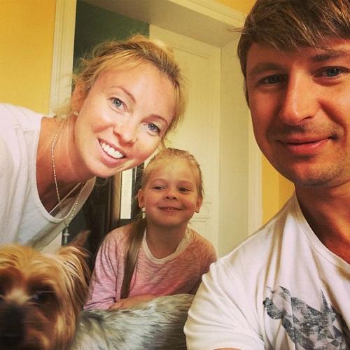 Алексей Ягудин с семьей женой и дочерью фото