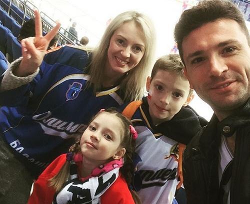 Антон Хабаров с женой и детьми фото