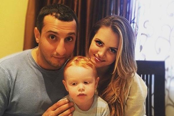 Арарат Кещян с семьей женой и дочерью фото