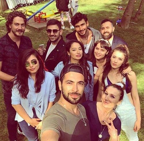 Бурджу Озберк с друзьями фото