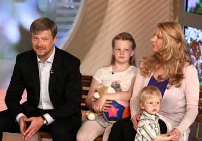 Валдис Пельш с семьей женой и детьми фото
