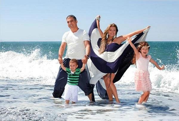 Гарик Мартиросян с семьей женой и детьми фото