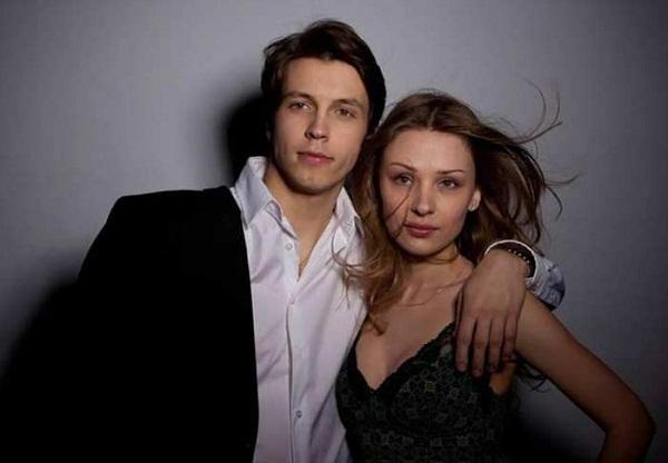Денис Васильев с женой Ириной Таранник фото