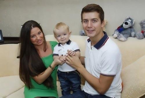 Денис Косяков с семьей женой и сыном фото