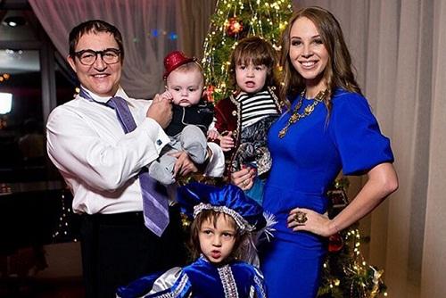 Дмитрий Дибров с семьей женой и детьми фото