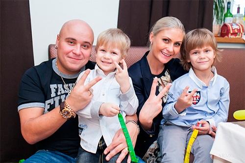 Доминик Джокер с семьей бывшей женой и сыновьями фото