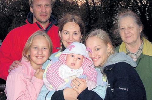 Евгений Сидихин с семьей женой и детьми фото
