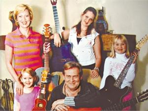 Юрий Стоянов с семьей: женой Еленой и детьми фото