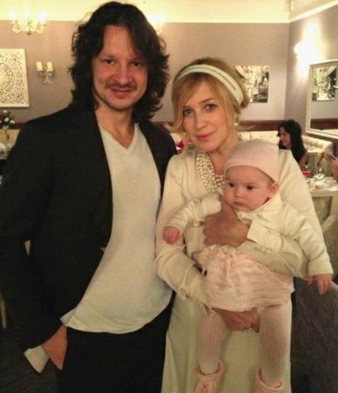 Ирина Гринёва с семьей мужем и дочерью фото