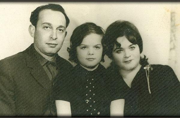 Лариса Долина в детстве с родителями фото