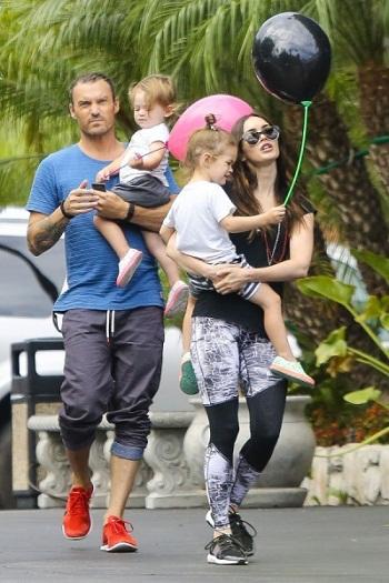 Меган Фокс с семьей мужем и детьми фото