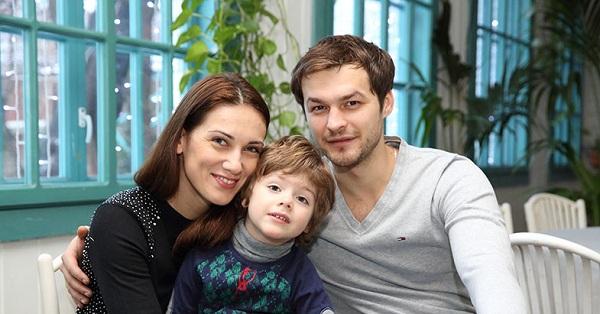 Михаил Гаврилов с семьей женой Анной Носатовой и сыном Андреем фото