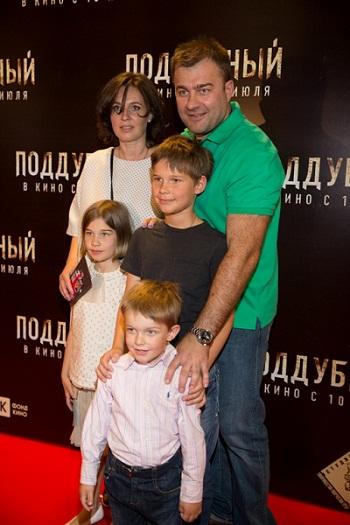 Михаил Пореченков с женой и детьми фото