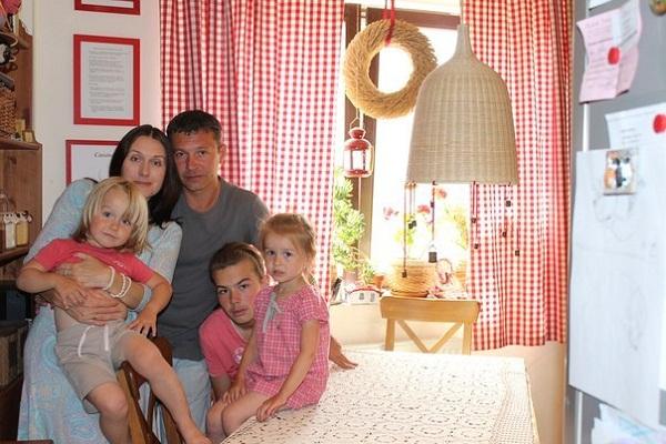 Никита Салопин с семьей женой и детьми фото
