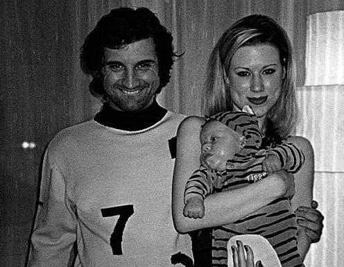Отар Кушанашвили с семьей первой женой и их общим ребенком