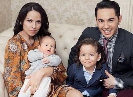Тимур Родригез с семьей женой Анной и детьми фото
