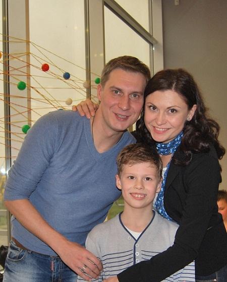 Яков Кучеревский с женой и сыном семья фото