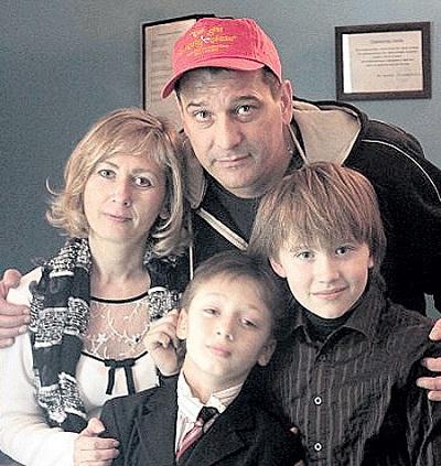 Ярослав Бойко с женой и сыном фото