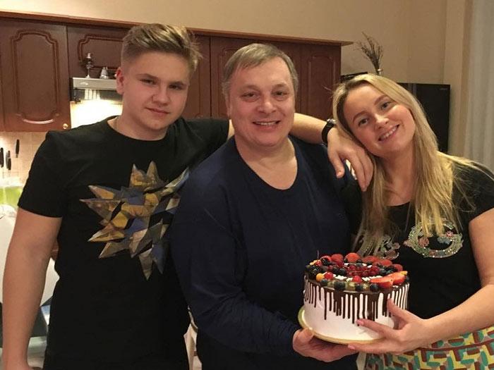 Андрей Разин с женой и сыном