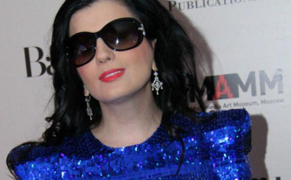 Диана Гурцкая: фото без очков с открытыми глазами
