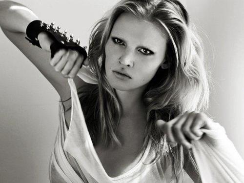 Лара Стоун (Lara Stone)