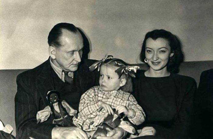 Анастасия Вертинская с родителями