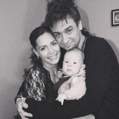 Кирилл Жандаров с женой Марией и сыном Валерием фото