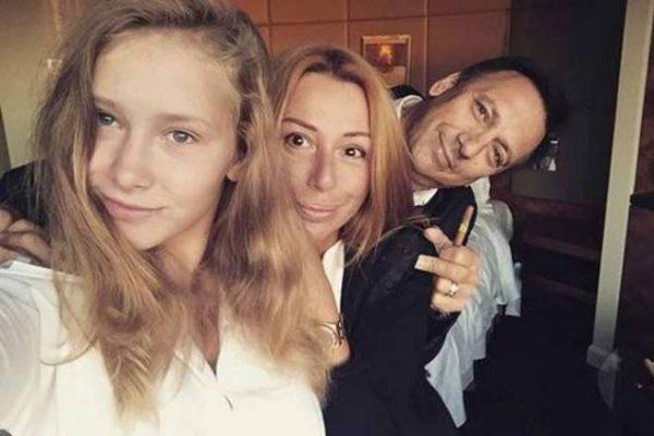 Алена Апина: биография, личная жизнь, семья, фото