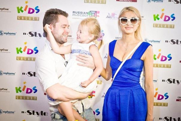 Виталий Гогунский с женой и дочкой фото