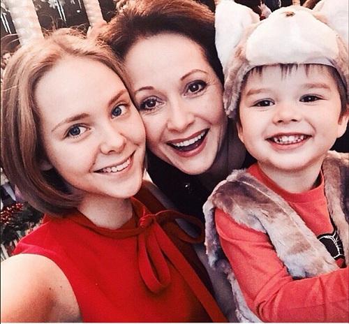 Ольга Кабо с дочерью Татьяной и сыном Виктором фото