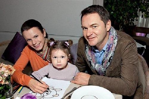 Алексей Тихонов с семьей женой и дочерью фото
