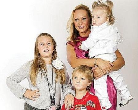 Алла Довлатова с детьми дочерьми и сыном фото