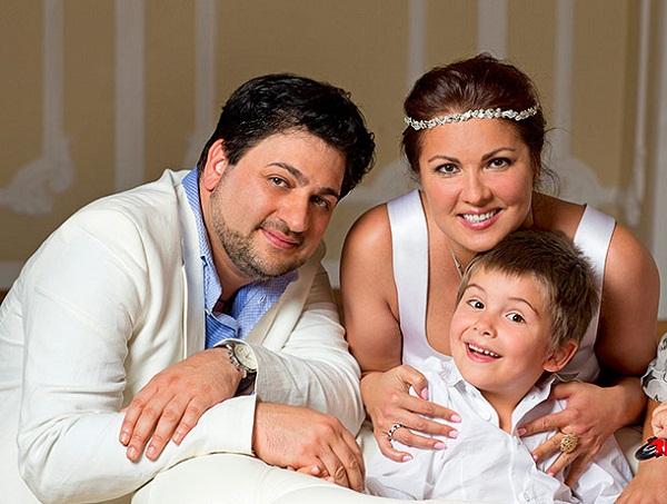 Анна Нетребко с семьей сыном и мужем фото