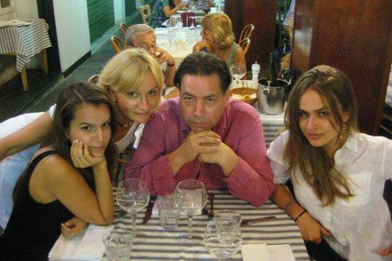 Анна Якунина с семьей мужем и дочерьми фото