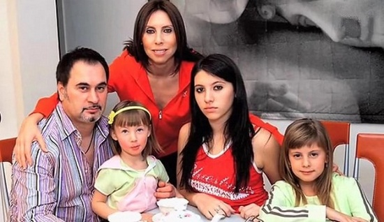 Валерий Меладзе с семьей женой и дочерьми фото