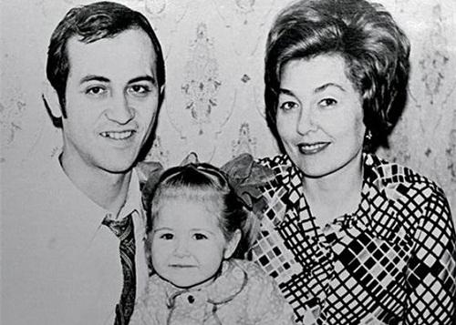 Василиса Володина в детстве с родителями фото