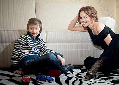 Гражданская жена Валерия Меладзе с сыном Константином фото
