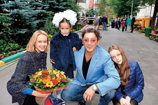 Григорий Лепс с женой и дочками фото семья