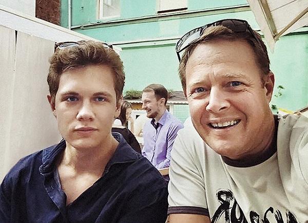 Джон Уоррен с сыном фото