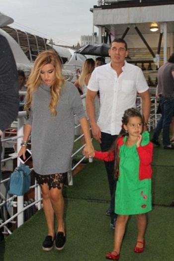 Ксения Бородина с семьей дочерью и мужем фото