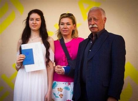 Леонид Якубович с семьей женой и дочерью фото