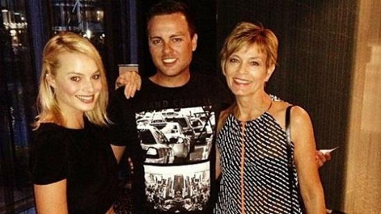 Марго Робби с семьей мамой и братом Лахланом фото