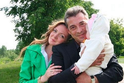 Николай Добрынин с супругой и дочерью фото