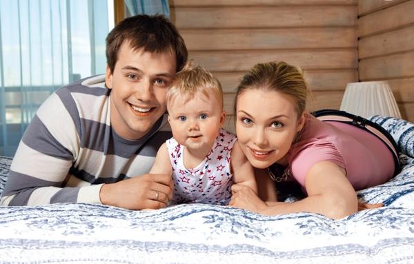Татьяна Арнтгольц с бывшим супругом Иваном Жидковым и дочерью фото
