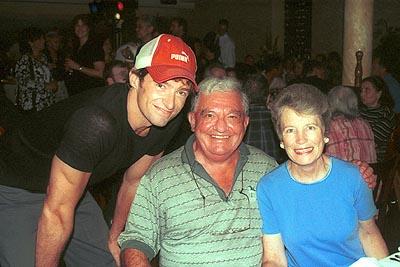 Хью Джекман с отцом и мачехой фото