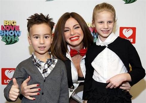 Юля Волкова с детьми фото