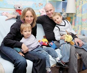Алексей Кортнев с семьей: женой и детьми фото