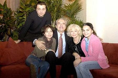 Александр Лазарев младший с семьей женой дочкой и родителями фото